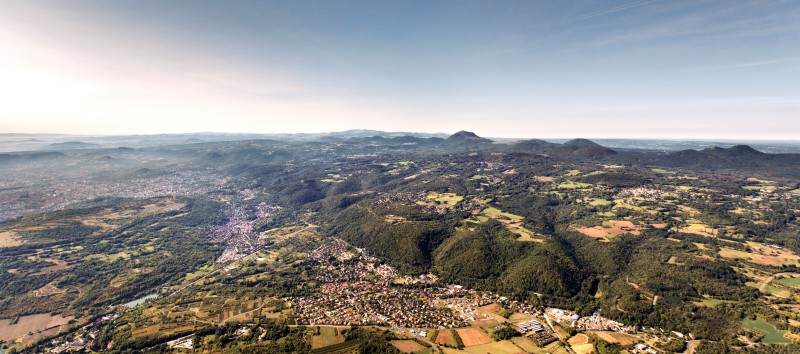 La faille de Limagne, une séparation entre le plateau des Dômes et la plaine de Limagne ©Anthony Ith