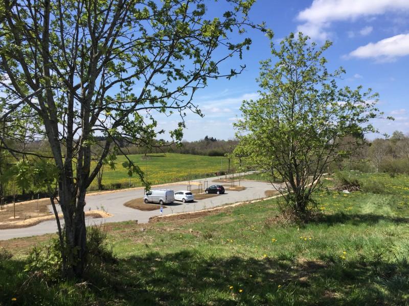 Nouveau parking de Beauregard, lieu de départ des randonnées des puys de Louchadière et de Jumes et Coquille
