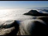 Mer de nuages au-dessus des volcans