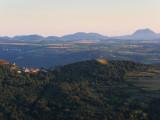 Vue lointaine de la Chaîne des Puys
